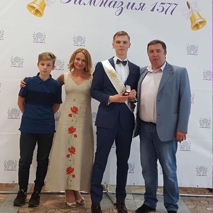 Елена Тихомирова с сыновьями