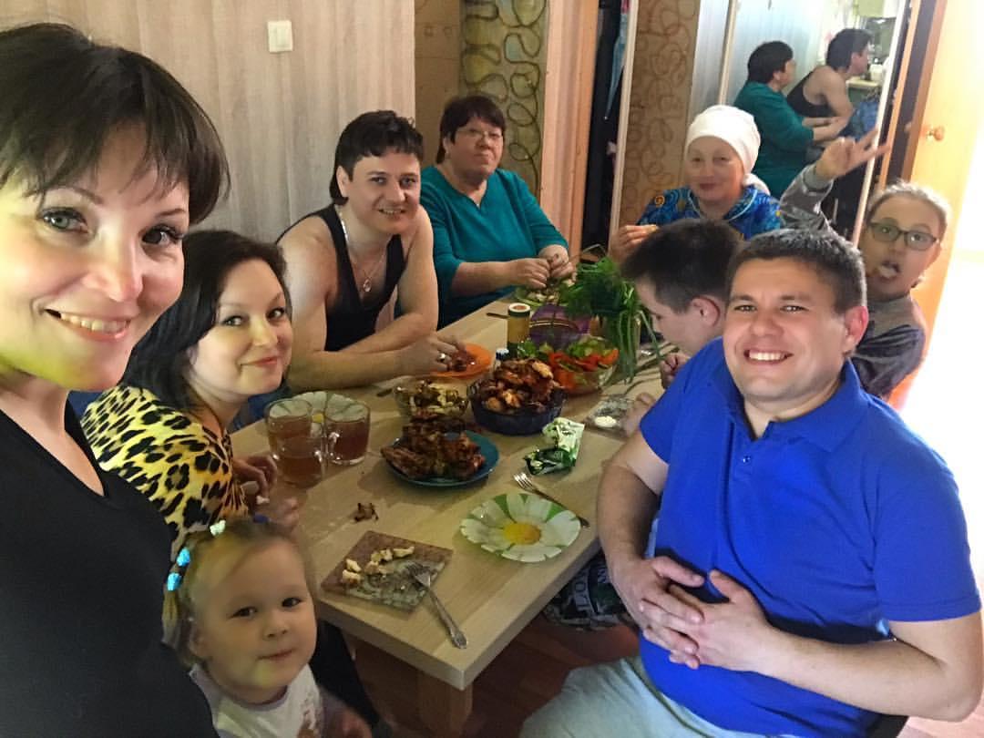 Татарский творческий дуэт Фарзалия и Денис Ибрагимовы в кругу семьи