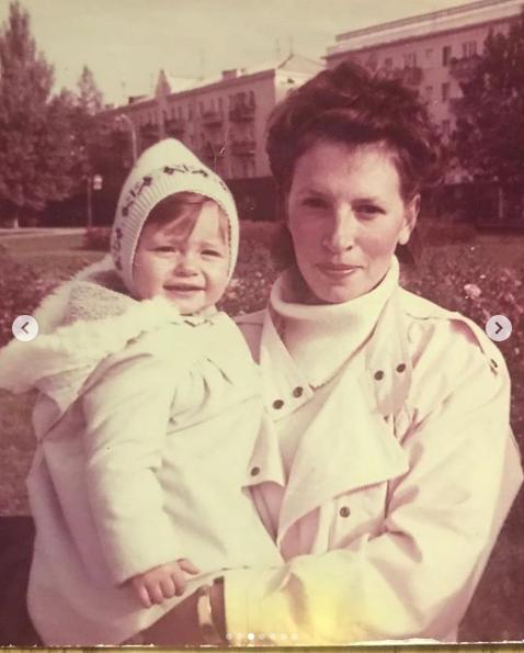 Ксения Бурда в детстве с мамой