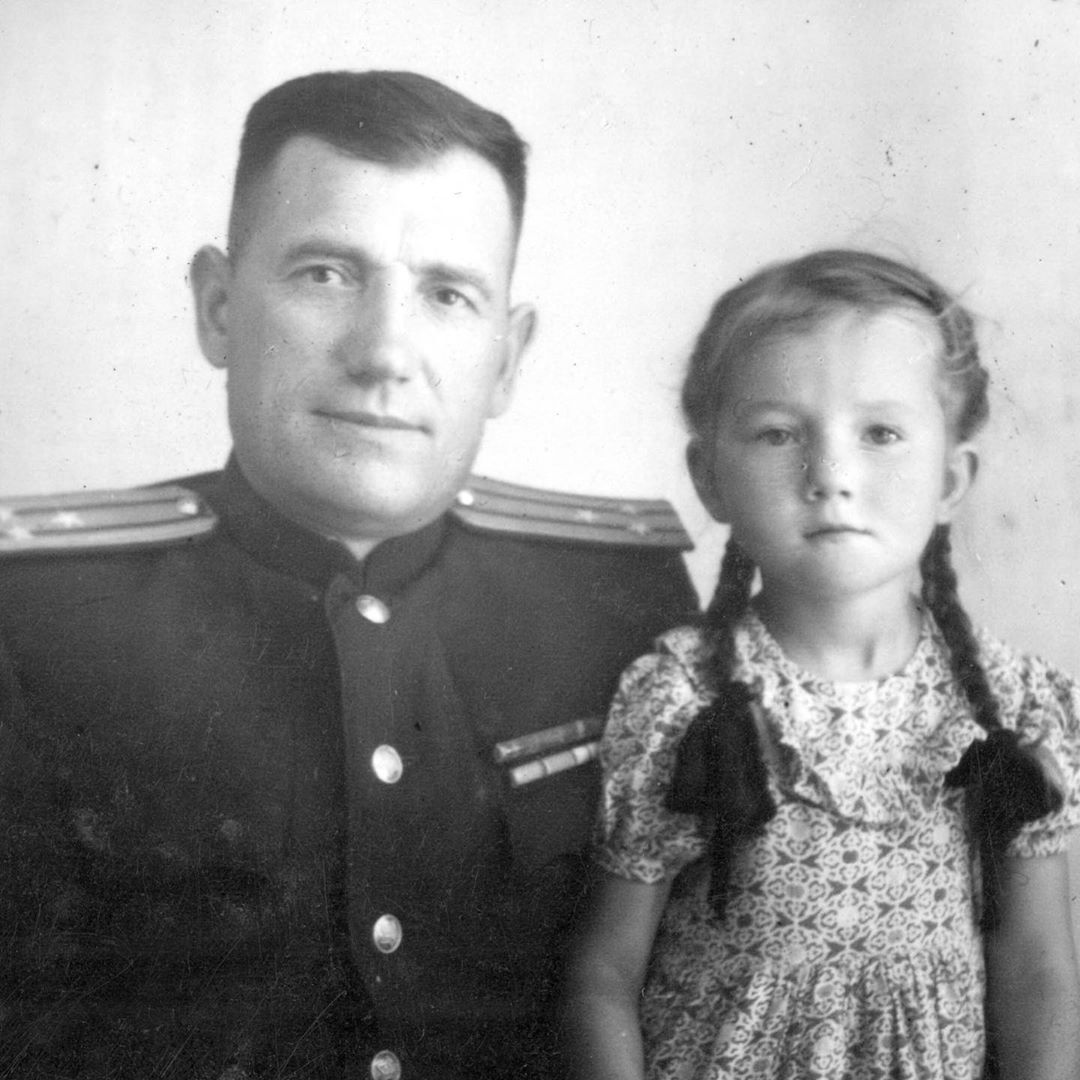 Марина Мелия в детстве с отцом