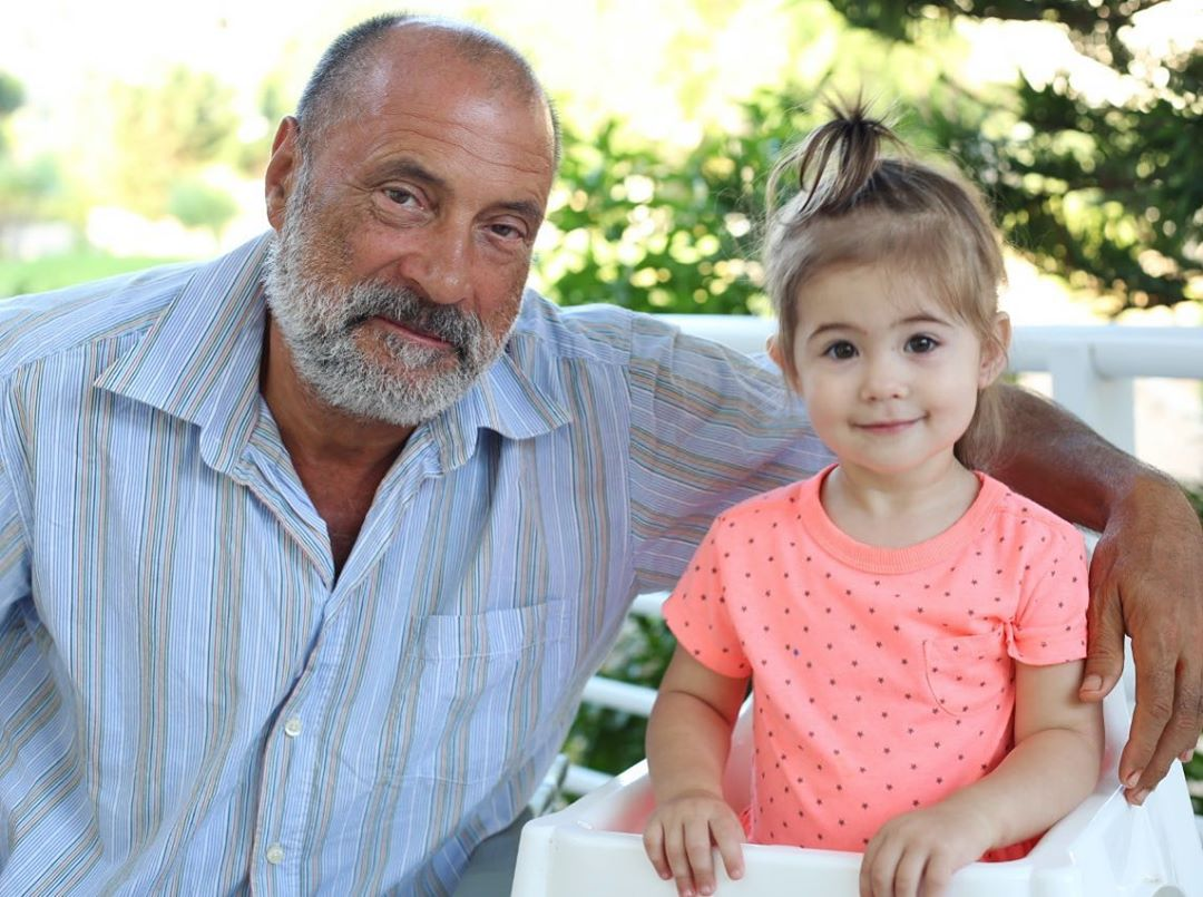 Сергей Николаевич Лазарев с внучкой