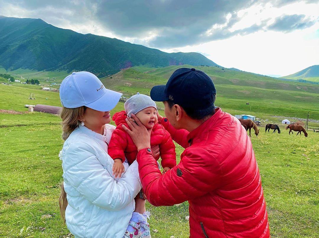 Асель Кадырбекова и Нурлан Насип с дочерью