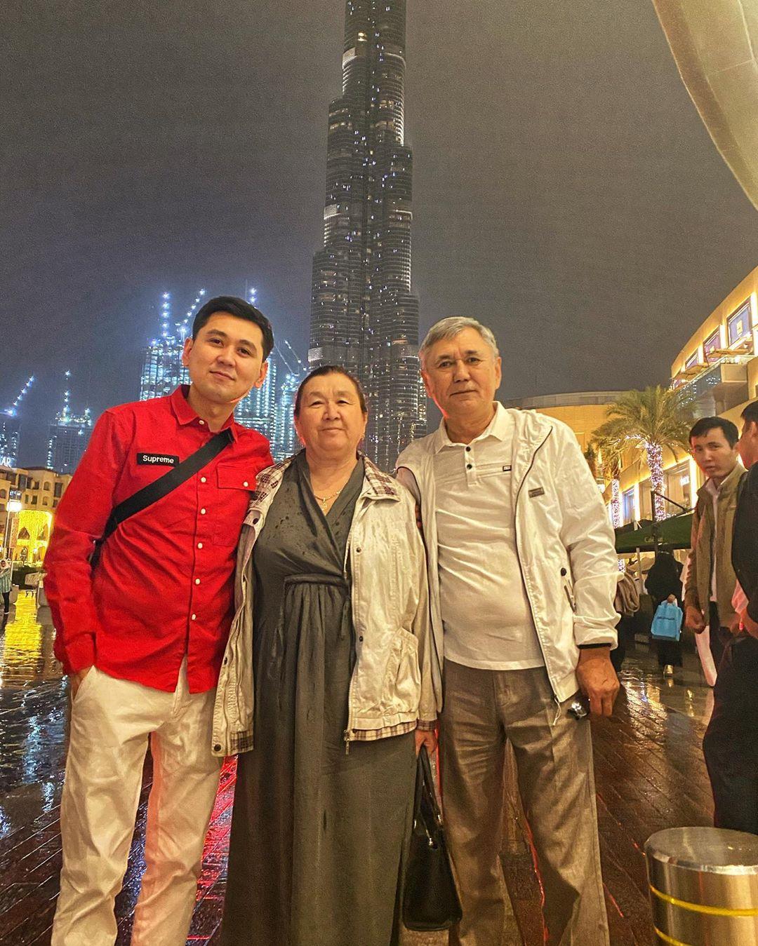Нурлан Насип с родителями