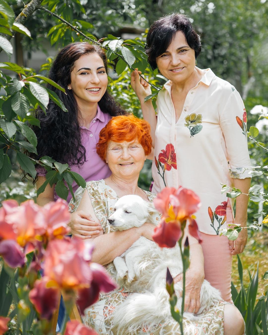 Майя Луткова с мамой и бабушкой