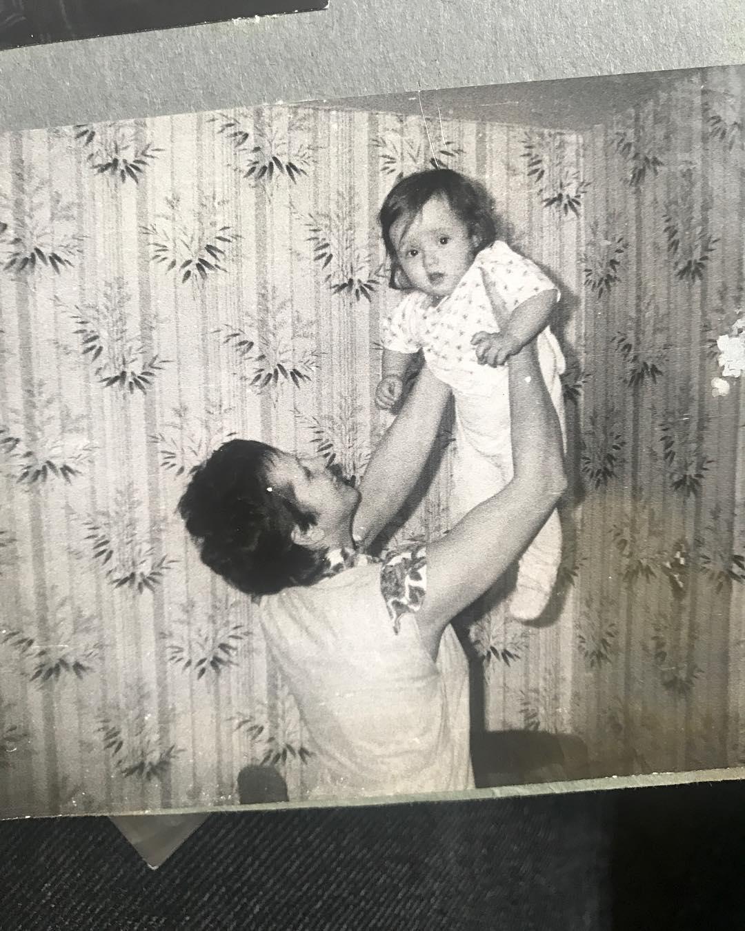 Ольга Якунина в детстве с мамой