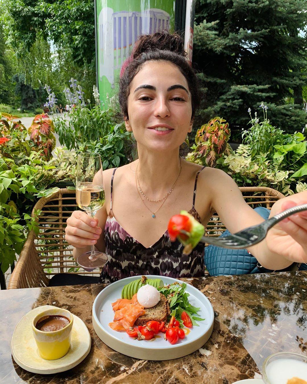 Майя Луткова: биография блогерши и автора YouTube канала «Я Дома!»