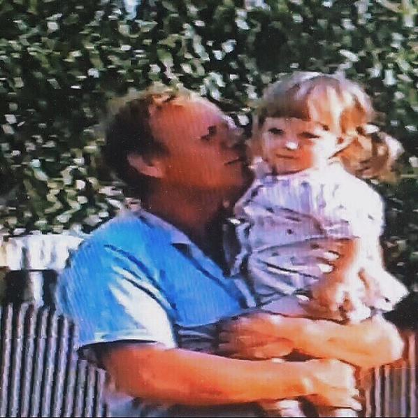 Наталья Веретенникова в детстве с приемным отцом